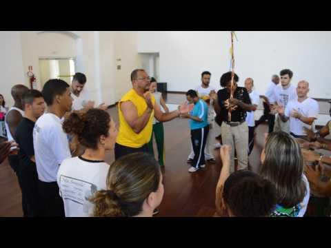Capoeira Mestre Ediandro cantando (видео)