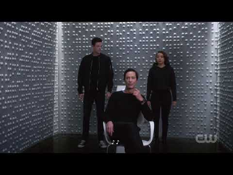 The Flash 5X8 Barry and Nora meet eobard thawne
