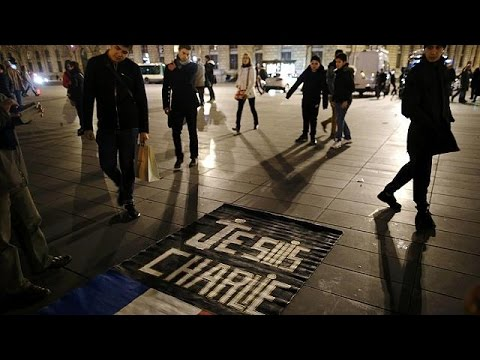Charlie Hebdo: Φόρος τιμής στην πλατεία Δημοκρατίας