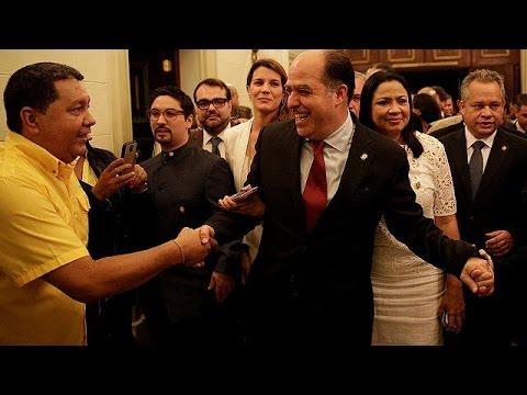 Οξύνεται το πολιτικό ρήγμα στη Βενεζουέλα – Ανασχηματισμός από Μαδούρο