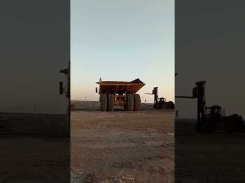 CATERPILLAR OFF HIGHWAY TRUCKS 793D equipment video VBAtoMqM_bQ