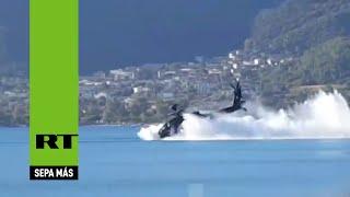 Un helicóptero Apache griego cae al mar durante un ensayo militar