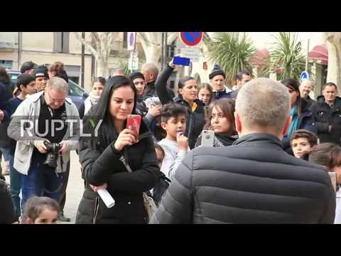 France: Protest-picnic as Beaucaire mayor bans pork-free school meals