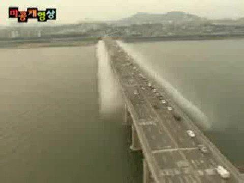 Niezwykły koreański most z fontannami