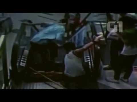 Homem prende pé em escada rolante e tem perna amputada na China