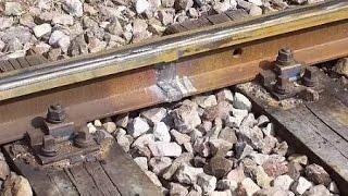 रेलवे ट्रैक के बीच पत्थर क्यों बिछाए जाते हैं shocking