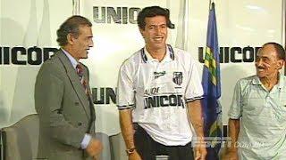 """Antônio de Oliveira Filho, natural de Araraquara, Careca que frequentava a Vila em jogos do Santos quando gozava de suas férias no Napoli, veio para atuar no Peixe em 1997 realizando seu sonho e de sua família.  Jogou apenas 9 jogos anotando 2 gols! Um de seus gols saiu na vitória de 4 a 0 sobre o Palmeiras, o outro gol saiu contra a Portuguesa Santista, na vitória de 5 a 0 no dia 18/05/1997. Por amor Poucos sabem, mas Careca, """"pagou"""" para jogar no Santos!!! Jogou sem receber e ainda custeou sua estádia no período em que esteve na Vila...Na edição, um pouco dessa passagem e uma entrevista recente do repórter Ademir Quintino com o """"Antonio"""". Uma revelação, e muitas ótimas histórias."""