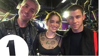 "Video ""You can ride a dragon honey!"" Emilia Clarke promises Nick Jonas a role in Game Of Thrones MP3, 3GP, MP4, WEBM, AVI, FLV Januari 2018"