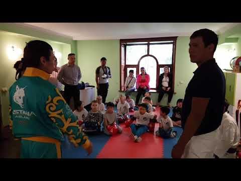 Astana Arlans посетил центр для детей с ограниченными возможностями
