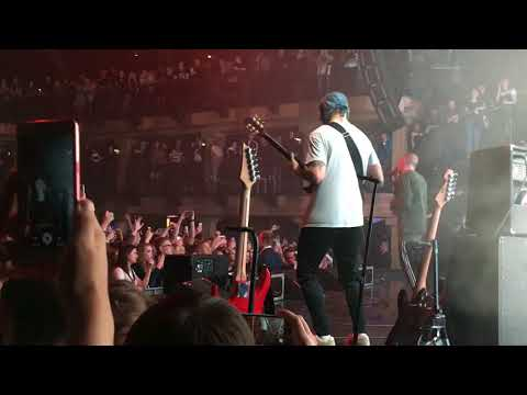 Хаски спел на концерте трек Face «Мне Пох*й»