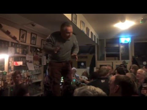 Video Entire Pub Sings Amazing Version Of Mr Brightside In Honor Of Dead Friend download in MP3, 3GP, MP4, WEBM, AVI, FLV January 2017