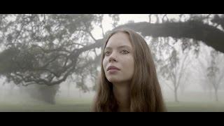 ANCIEN CFPM - Sasha Bogdanoff - la fille de Igor sort son premier titre, intituléMississipi Blue