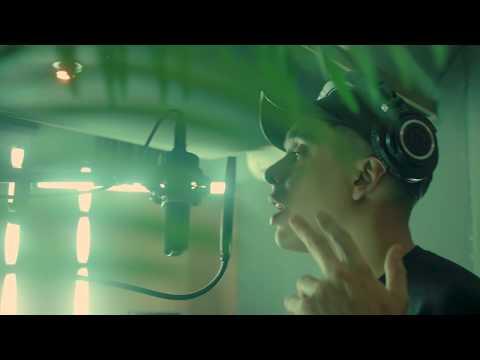Flyboiz, MC Davo- FLIGHT 0001 (Video Oficial)