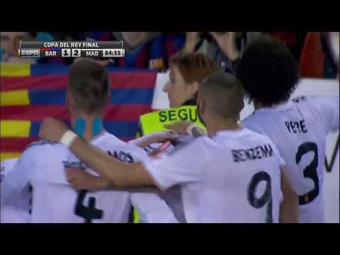 加里夫 巴利(Gareth Bale)用速度爆開巴塞後衛,為皇馬打入了致勝一球
