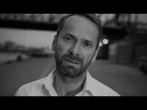 Jan Révai je hvězdou nového klipu skupiny Eddie Stoilow. U Vltavy předvedl skvělý parkour