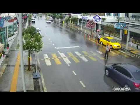 Video Sakarya'daki kazalar mobese kamerasında download in MP3, 3GP, MP4, WEBM, AVI, FLV January 2017
