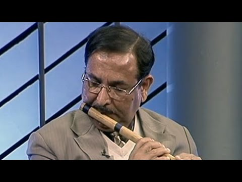 Video IPS officer Dr Muktesh Chander plays the flute on Hum Log download in MP3, 3GP, MP4, WEBM, AVI, FLV January 2017