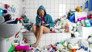 Fotógrafo francês decidiu acumular 70 metros cúbicos de resíduos para encorajar mudança de hábitos de consumo.