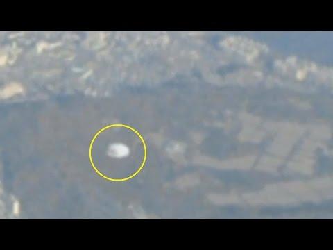 avvistamento ufo sotto un aereo in volo! immagini inedite!