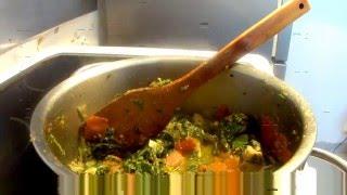 composition des épinards ,crevettes,viande, tomate,oignon,ail, poireau ,piment si vous aimez je suis désolée pour la qualité de...