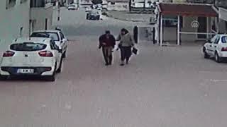 İskenderun'da Kuvvetli Rüzgar Kadını Savurup Yere Düşürdü