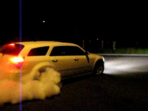 Dodge Magnum R/T Burnout