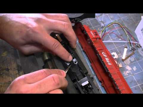 12.31.10 HOW TO install a DCC decoder in an Athearn Blue Box Engine