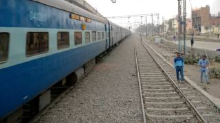 Nonton 12926 Amritsar - Bandra Terminus Paschim Express powered by Ghaziabad WAP-7 (4K) Film Subtitle Indonesia Streaming Movie Download