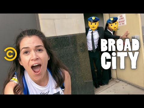 The Perfect Brunch Saves Abbi's Birthday - Broad City