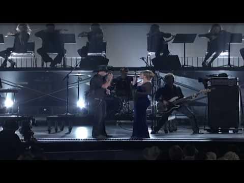 "Jason Aldean & Kelly Clarkson ""Don't You Wanna Stay"" (2010 CMA Awards)"