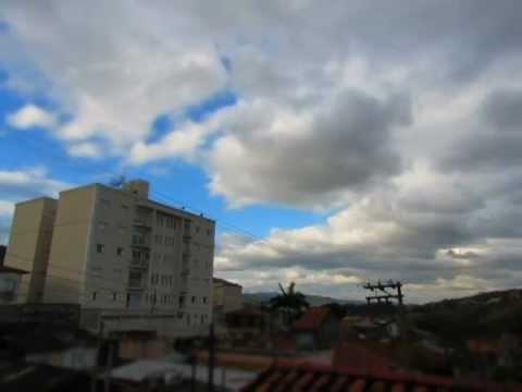 Time Lapse do céu em Mairiporã em um dia frio.