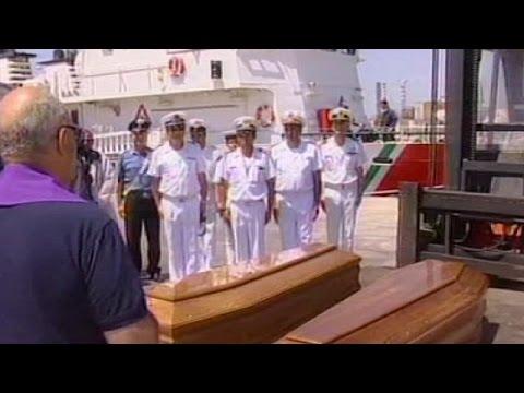Dos inmigrantes mueren al intentar alcanzar la costa italiana.