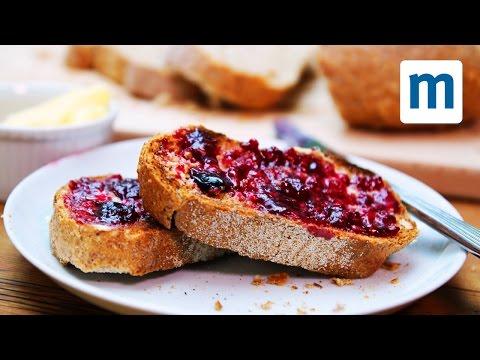 mette frutta e zucchero nel microonde e vi svela un trucco che amerete!