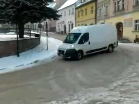 Tak się lata bokiem busem w centrum Srebrnej Góry! Dobry jest skubaniec!