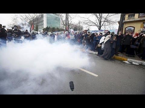 Τουρκία: Διαδηλώσεις και επεισόδια στα γραφεία της Ζαμάν