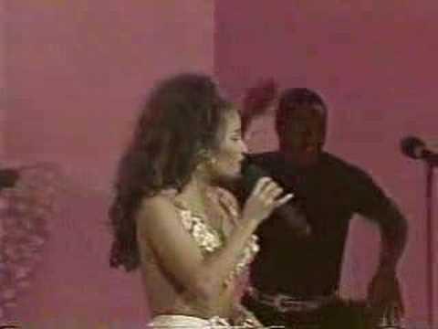 Selena amor prohibido m sica al otro lado del mundo for Musica orientale famosa