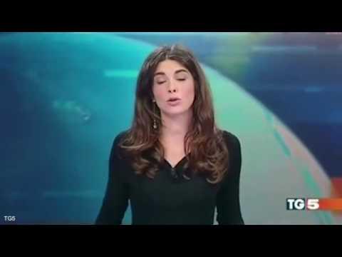 這位意大利女主播在播報快要結束的時候展現了「令人害羞的Ending!」