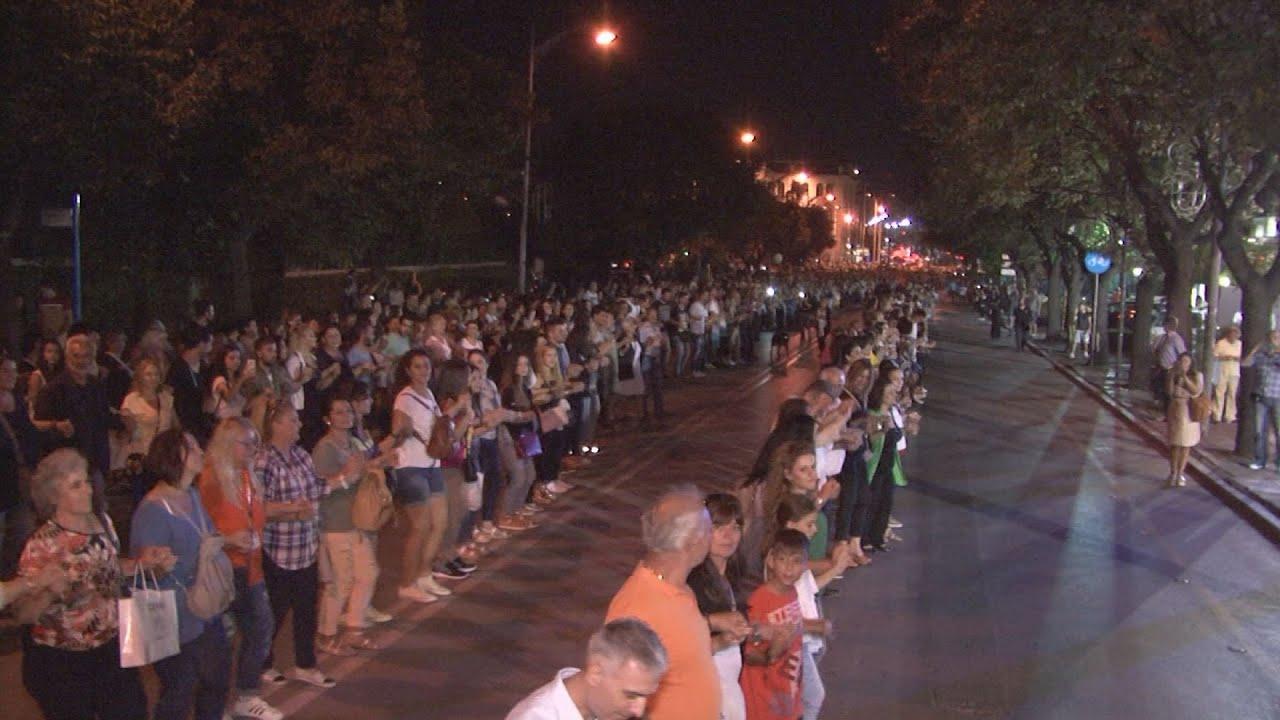 Χιλιάδες Πόντιοι περικύκλωσαν τη ΔΕΘ και χόρεψαν ομάλ για ρεκόρ Γκίνες
