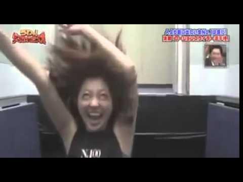 日本綜藝節目特意設計了這個一踏入就會下墜的電梯,清新正妹進去之後女神大奔潰的場面太搞笑了!