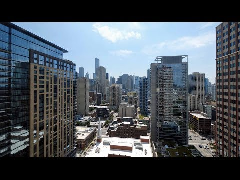 A skyline-view 1-bedroom in River North at 100 West Chestnut