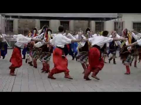Світовий рекорд з масового танцювання гопака поставили у Польщі (ВІДЕО)