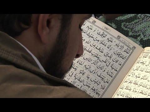 Le Peshawar prie pour les victimes de l'attaque des talibans