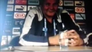 Tréner futbalistov Ján Kozák po výhre nad RuskomTreinador de jogadores de futebol John Kozak após conquistar a Rússia