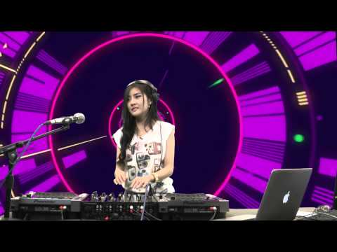 DJ - ดีเจฟ้าใส - DJ Faahsai บน Garena TalkTalk 19 กรกฏาคม 56 http://www.facebook.com/th.talktalk - Like!! http://www.youtube.com/user/TalkTalkT... - Subscribe!!