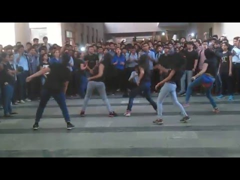 Video FLASH MOB JIIT-128 Awesome dance download in MP3, 3GP, MP4, WEBM, AVI, FLV January 2017