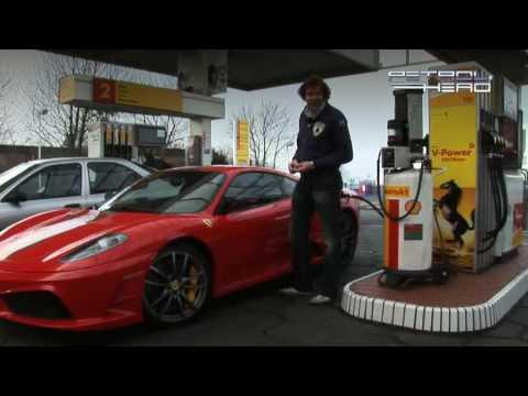 scuderia - een coole revieuw van een 430 scuderia voor meer filmpjes http://www.petrolhead.nl/ of gewoon op men channel kijken.