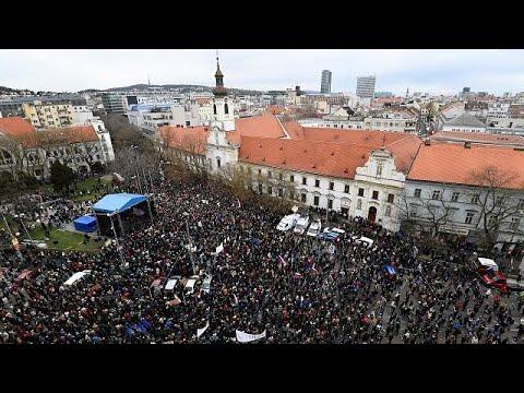 Σλοβακία: Παραίτηση του αρχηγού της αστυνομίας ζητούν χιλιάδες διαδηλωτές…