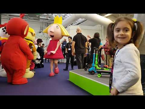 Emily Meeting Her Friends- Best Costume Runway Show for Kids