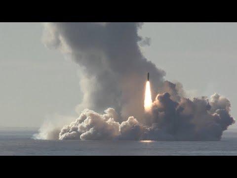 Залповый пуск баллистических ракет «Булава» из акватории Белого моря по полигону Кура (видео)