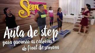 Aula de step para queimar as calorias do final de semana